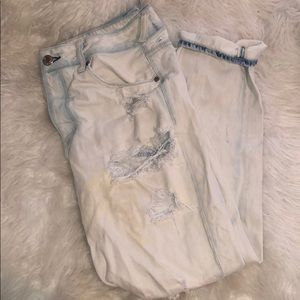 AMERICAN EAGLE TOMGIRL RIPPED JEANS